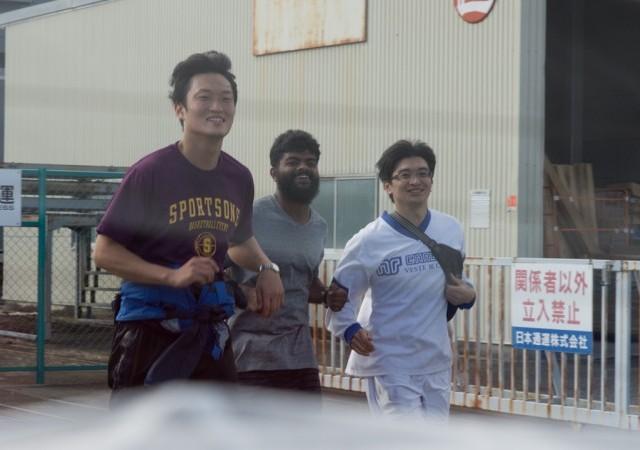 <p>マラソンで会場へ向かわれる先輩方</p>