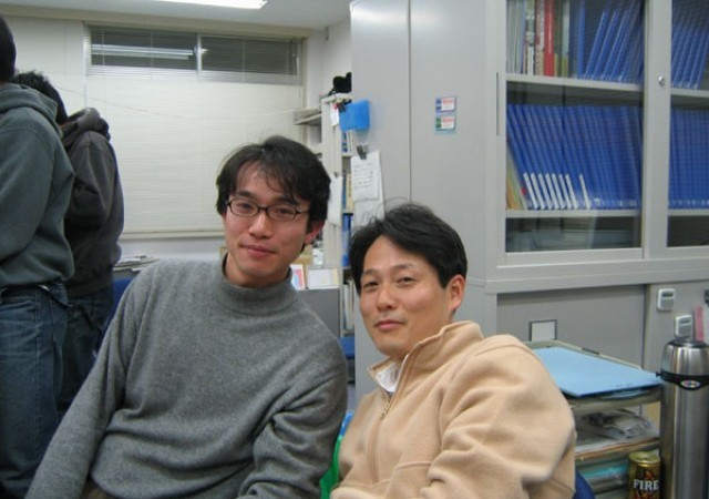 吉田秀郎助教授と岡田徹也助手