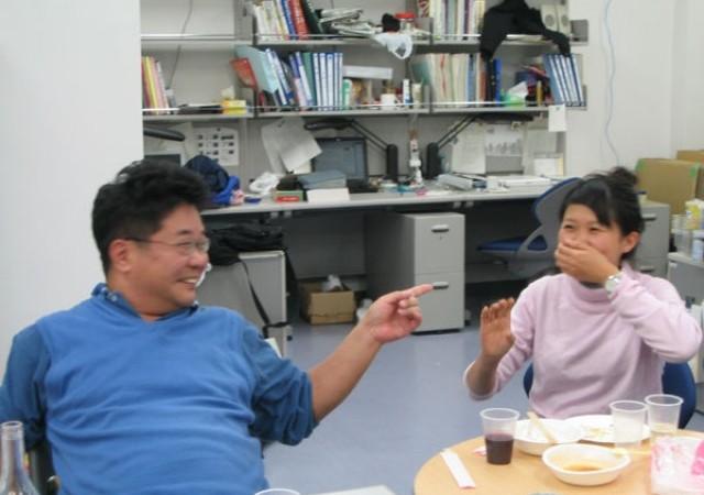 「○○やろう(だろう)」といいながら指を指すのが森先生のツッコミスタイル!?先生、嬉しそう。よっぽど鈴木さんのボケがよかったんですね。